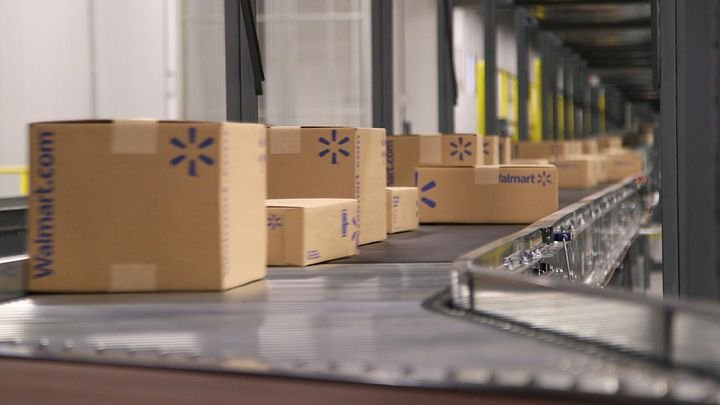 """Some supply-chain processes, such as truck-loading at warehouses, """"can be reimagined in their entirety"""" on the road to developing the """"touchless supply chain."""" - Photo: Walmart"""