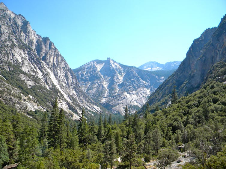 A landscape photo of Kings Canyon in California